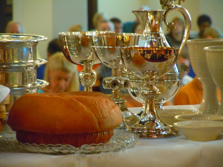 06 communion table