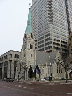 250px-Christ_Church_Cathedral_on_Monument_Circle